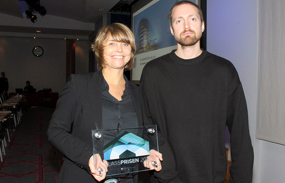 Cathrine Vigander og Per Bersvendsen fra Element Arkitekter vant Glassprisen 2017. Foto: Harald Aase